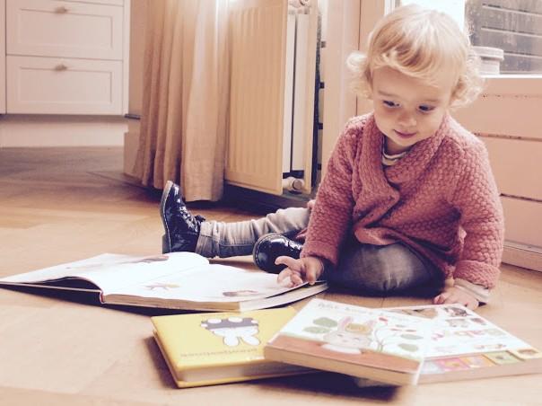Voorlezen-kleine-kinderen
